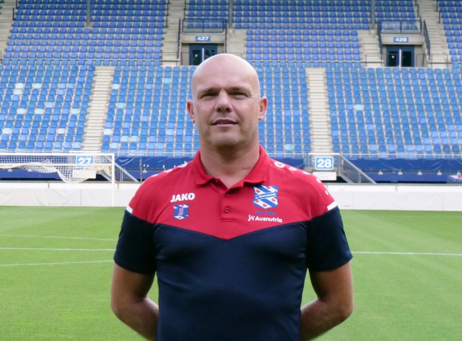G-voetbal team sc Joure krijgt training van Johnny Jansen